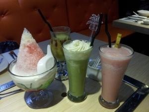 es shanghai, jus alpokat, macha latte, strawbanana smoothies